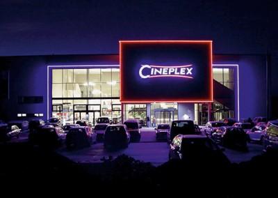 Cineplex Penzing bei Nacht