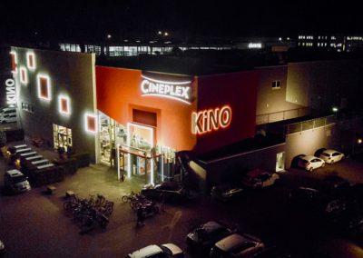 Cineplex Aichach bei Nacht